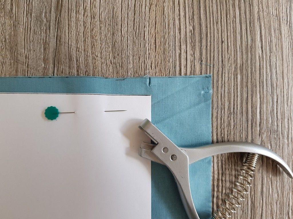 Marquer les surplus de couture à l'aide d'une pince à cranter