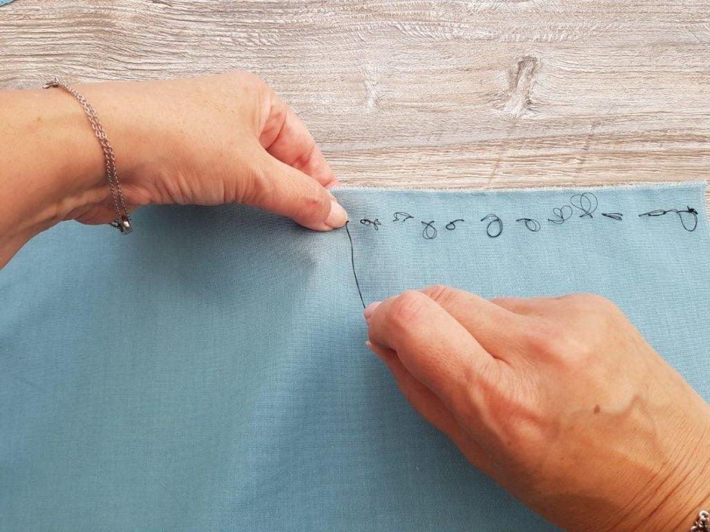 Réalisation de points de bâti pour le marquage des surplus de couture
