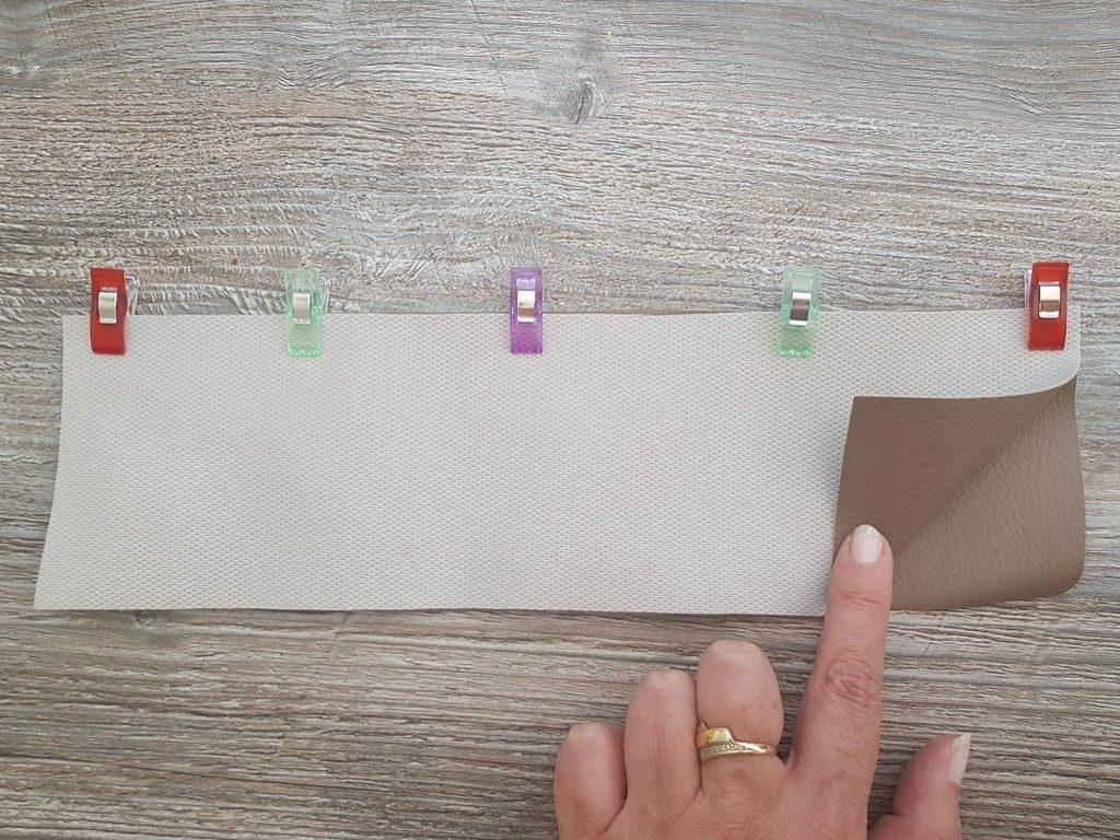 Pour éviter que les épingles fassent des trous dans les tissus spéciaux, utilisez des pinces.