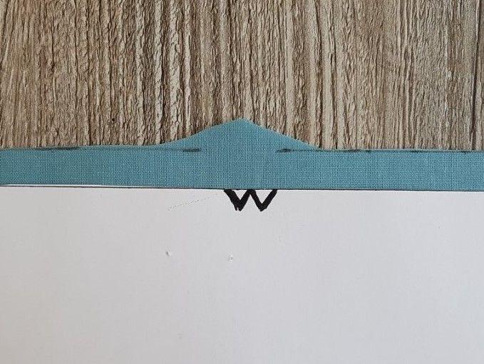 Laisser un surplus de couture afin couper les crans en triangle en miroir.