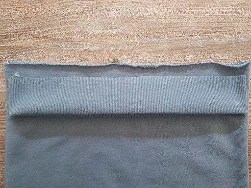 Marquer les crans au marqueur du milieu dos, milieu devant et des coutures de côté sur un bord-côte