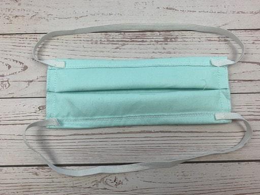 Coudre un masque de protection en tissu - pose d'élastique
