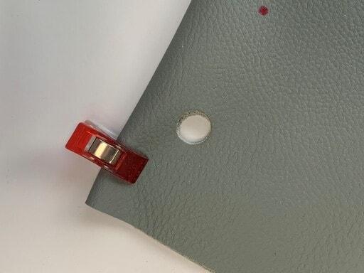 Le trou es parfaitement adapté à la collerette de l'anneau