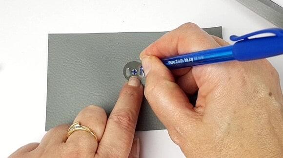 Marquer les repères du bouton magnétique