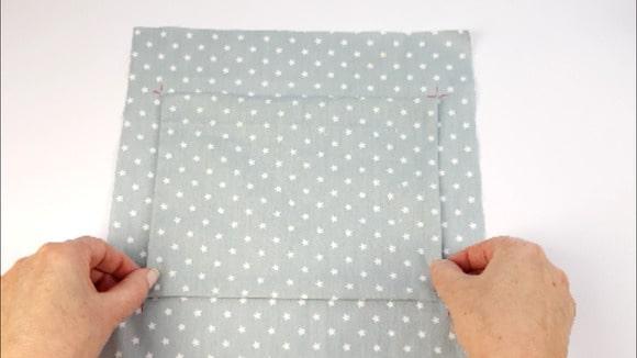Placer la poche plaquée sur la doublure intérieure de sac