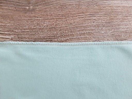 Couture réalisée avec une surjeteuse 4 fils sur du jersey