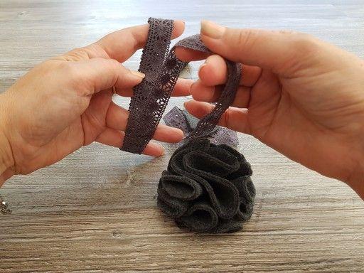 Préparation de la dentelle pour la réalisation d'une fleur en tissu