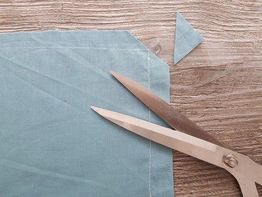 les angles qui se trouvent dans les cols pointus, les pattes, les poignets, les parementures doivent être dégarnis