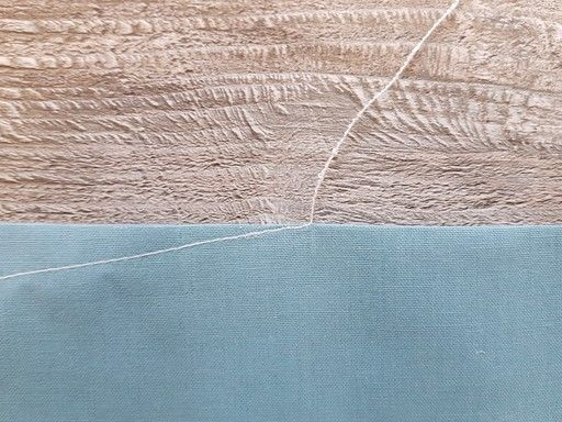 Réalisation d'un point de chaînette pour arrêter une couture - Technique utilisée notamment pour la fermeture des pinces