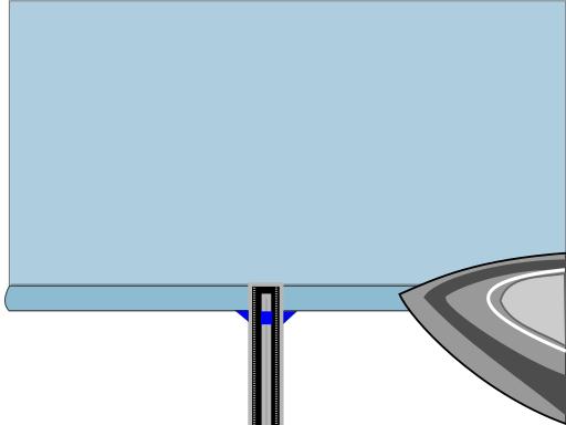 Passer le fer pour marquer le premier pli d'un ourlet double