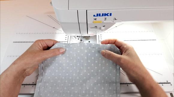 Couture de la poche plaquée de sac
