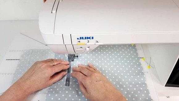 Couture de la poche zippée