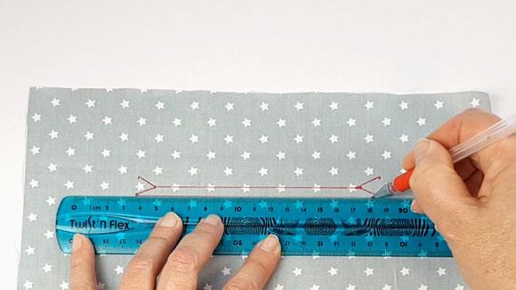 Marquer les repères de l'emplacement de la poche zippée